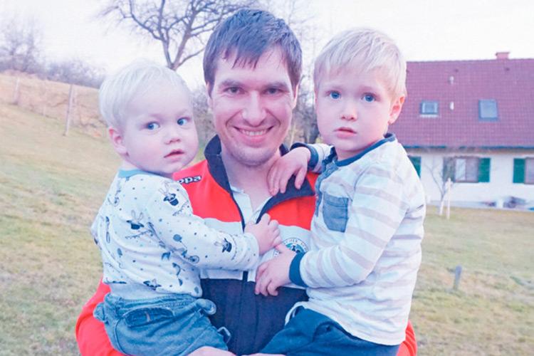 Wieder gut zurück im Heimatort Gersdorf/F. bei den Söhnen Jonathan und Simon.