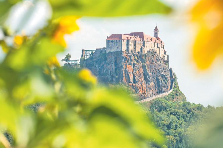 Jährlich kommen etwa 150.000 Besucher aus aller Welt auf die Riegersburg.