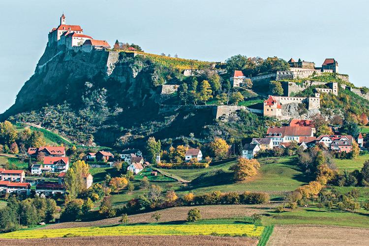 Die Marktgemeinde Riegersburg bietet höchste Lebensqualität für ihre Einwohnerinnen und Einwohner.