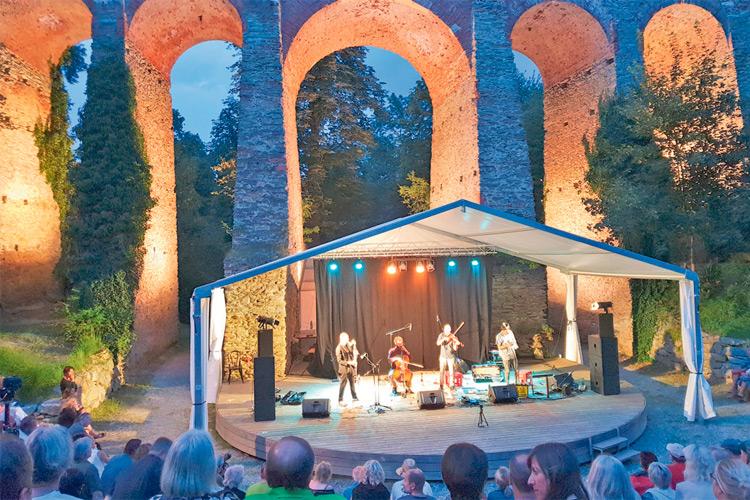 Das Blues-Festival in der Burgarena ist ein Publikumsmagnet.