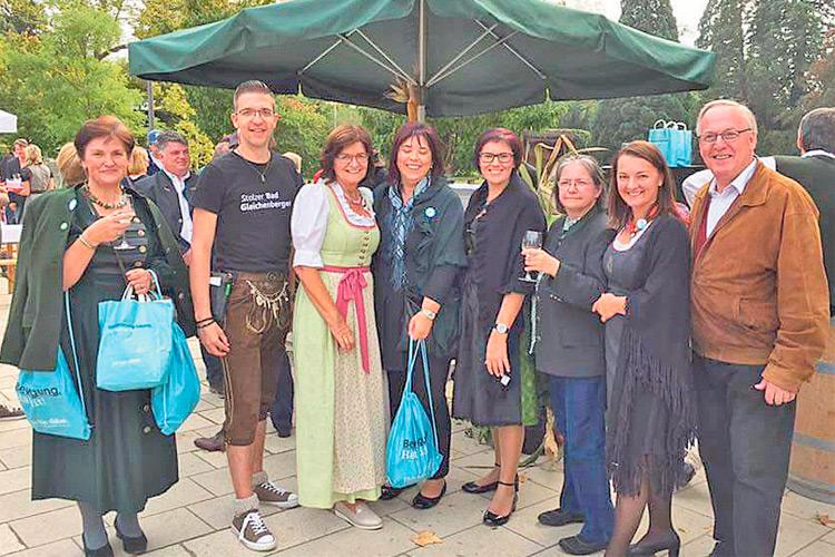 Mag. Edith Felber ist eine Logistikerin mit enormer Portion Herzenswärme. Erfolgreiche Veranstaltung im Bad Gleichenberger Kurpark.