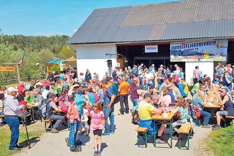 3.500 Wanderbegeisterte waren am Ostermontag in Gersdorf dabei.