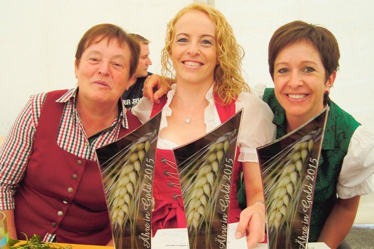 Die Brotbäckerin Andrea Potzinger-Wurzer (mi.) mit Mutter und Schwester.