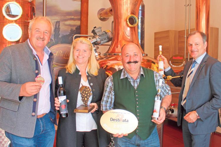 Der neue Brennkessel und Franz Semlitsch im Mittelpunkt der Qualitäts-Edelbrände und der Erfolge bei der Destillata.