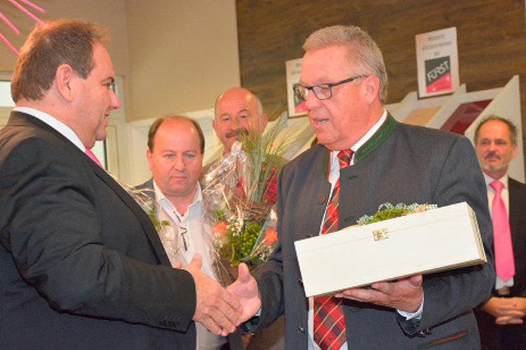 Gratulation seitens der Gemeinde durch Bgm. R. Fleischhacker.