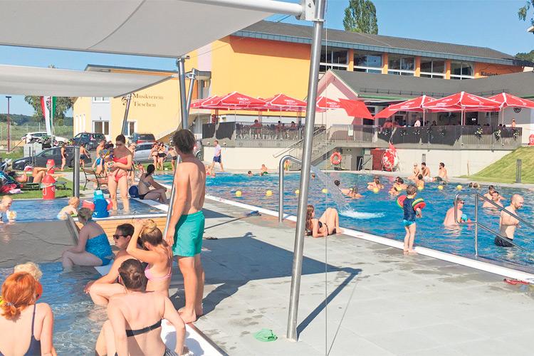 Das Freibad ist ein richtiges Eldorado für alle erfrischungssuchenden Gäste. Nach monatelangem Umbau wurde es rechtzeitig im Mai eröffnet.