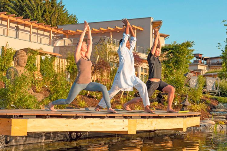 Yoga mit dem indischen Yogi.