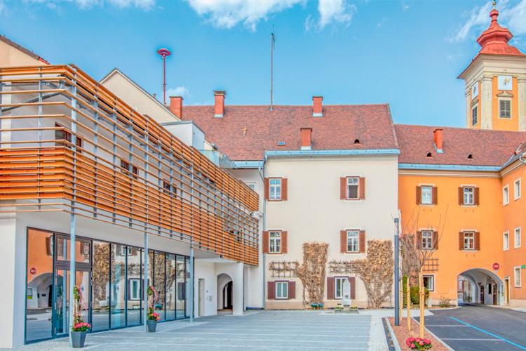 Der Murkostladen am modernisierten Lorberplatz ist ein Nahversorger der besonderen Art mit hochwertigem regionalem Sortiment.