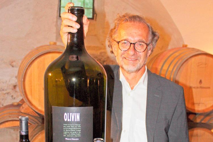 Ein ganz großer Wein: Der Olivin in der größten Flasche.