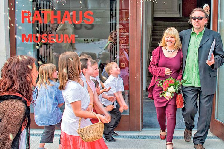 Die Hochzeit von Sabine und Hannes. Eine Riesenfreude für die Kinder.