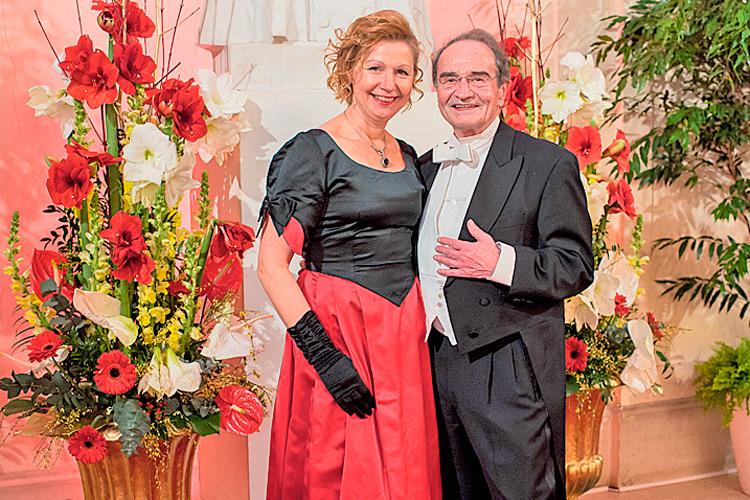 Franziska mit ihrem Gatten Dr. Walter Sonnleitner auf der Rudolfina Redoute 2019.