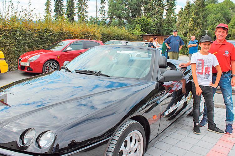 """""""Benzin im Blut"""" hat Alfred Kollegger. Seit Jahren ist Alfred der Präsident des Alfa Romeo Clubs Steiermark. Sein Enkerl Julian ist mittlerweile auch ein begeisterter Alfisti. Was denn sonst ..."""