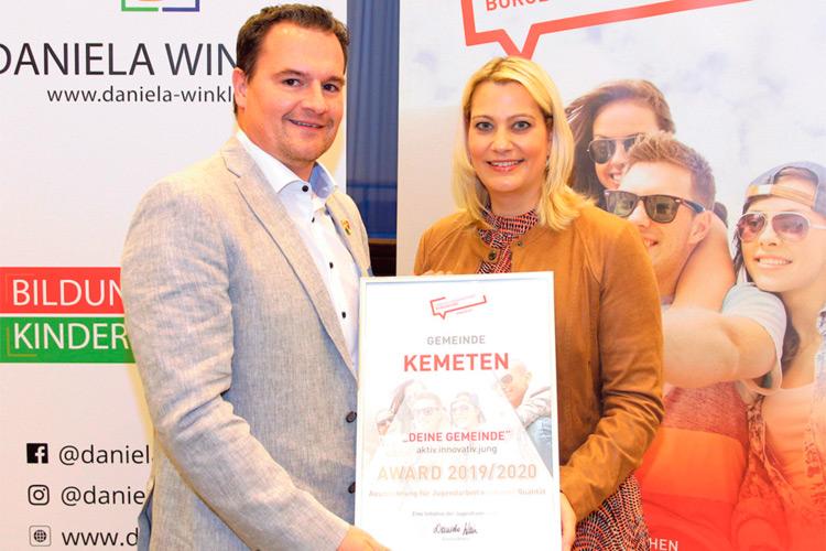 Auszeichnung von LR Daniela Winkler für die vorbildliche Jugendarbeit.