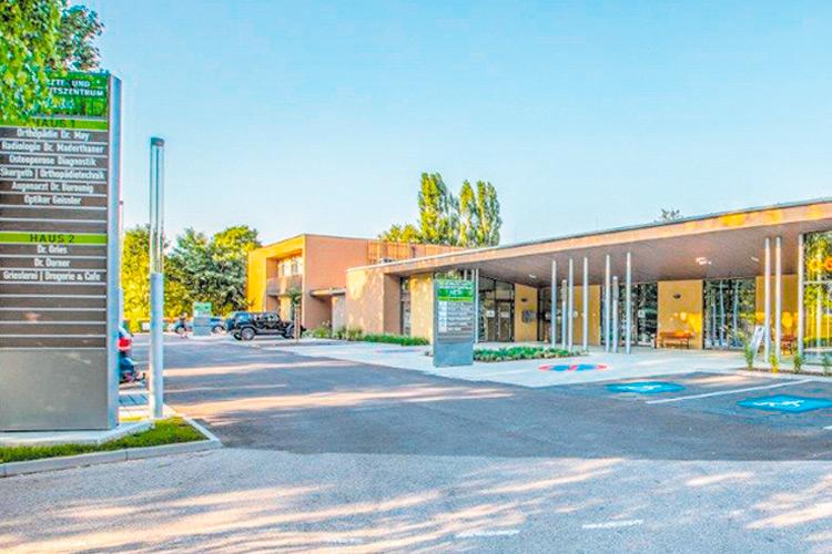 Das Großprojekt Ärztezentrum mit ca. 1000 m2 Nutzfläche wurde im Frühling fertiggestellt und nun offiziell eröffnet.