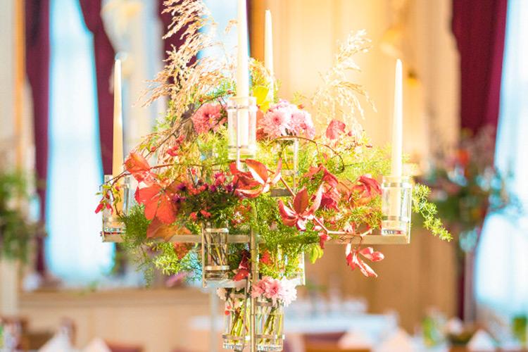Wunderschöne Tisch-Deko von Blumen Ulrich aus Bad Gleichenberg.