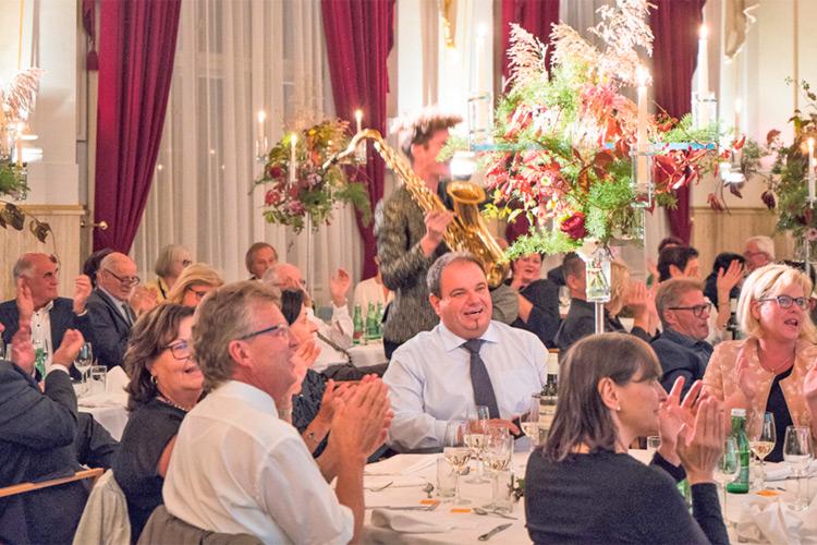 Die geladenen Gäste waren sichtlich beeindruckt vom perfekt inszenierten Gala-Abend.