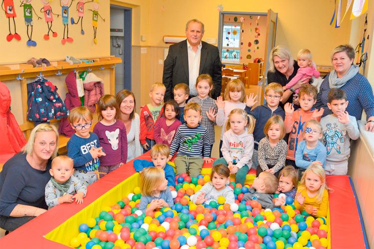 Im Kindergarten freute man sich über den Besuch des Bürgermeisters.